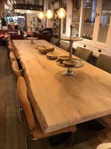 Eiken tafel Nieuwegein